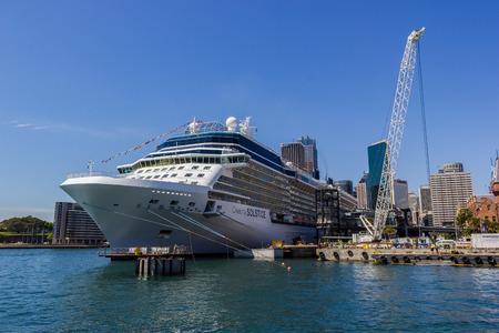 Cruise ship Queen Victoria of the cunard ship fleet docked in Sydney Harbour on a beautiful Blue Day, Australia Standard-Bild - 118150541