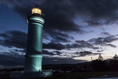 Sunset light house at Kiama point, Australia 免版税图像