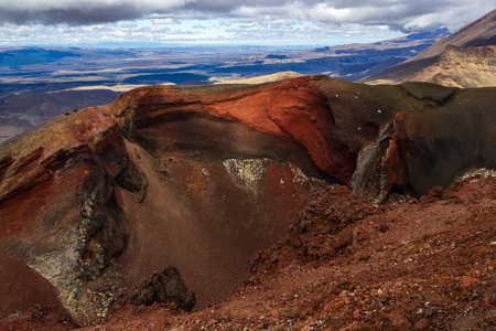 Red Crater on the top of Tongariro Volcano, Tongariro Crossing National Park - New Zealand. 免版税图像