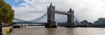 Tower Bridge in London after a heavy rainfall, UK 免版税图像