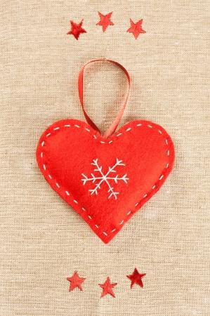 Piros szív kézzel készített nemez