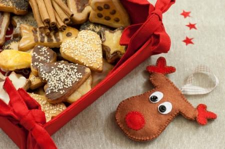 Karácsonyi sütik és a kézzel készített éreztem Rudolf