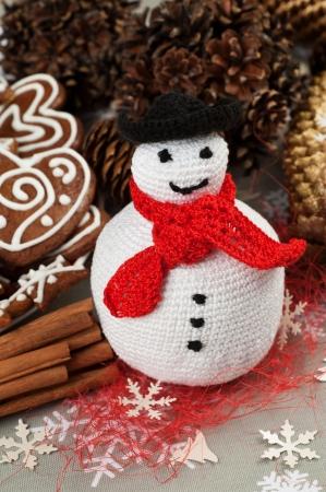 Kézzel készített karácsonyi horgolt Fat hóember Stock fotó