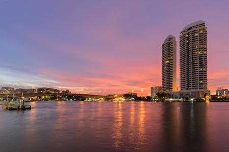 phraya: Twilght Bangkok Chao Phraya River