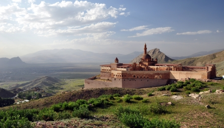 Ishak Pasha palace near Dogubayazit photo