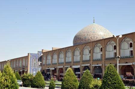 safavid: Sheikh Lotf Allah Mosque at Naqsh-e Jahan Square in Isfahan, Iran