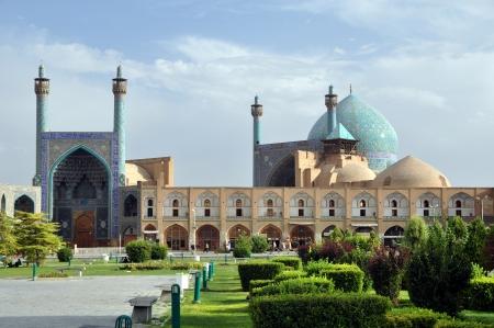 safavid: Sheikh Lotf Allah Mosque in Esfahan - Iran, Summer day