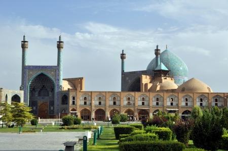 esfahan: Sheikh Lotf Allah Mosque in Esfahan - Iran, Summer day