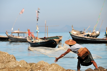 NGAPALI, MYANMAR  Burmese fishermen