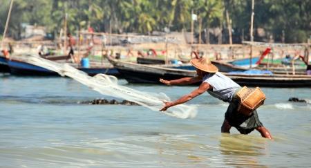 NGAPALI, MYANMAR  Burmese fishermen Stock Photo - 14056883