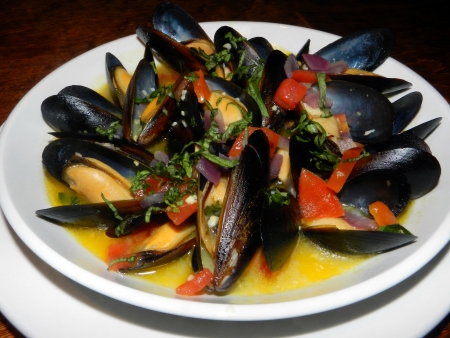 cooked mussels photo