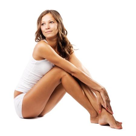 cuerpo femenino perfecto: Joven y bella mujer con cuerpo perfecto en la ropa interior blanca