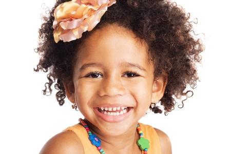 jolie petite fille: Portrait de la belle petite fille heureuse Banque d'images