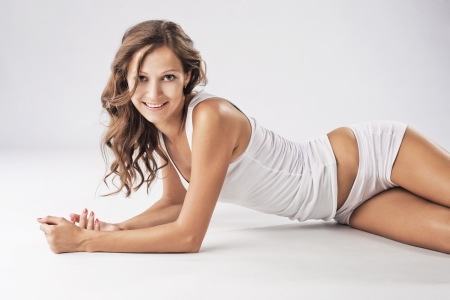vrouw ondergoed: Jonge mooie vrouw in katoenen ondergoed Stockfoto