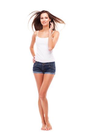 mujeres morenas: Joven y bella mujer sobre fondo blanco