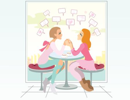 schöne Freundinnen trinken Kaffee und reden über Neuigkeiten