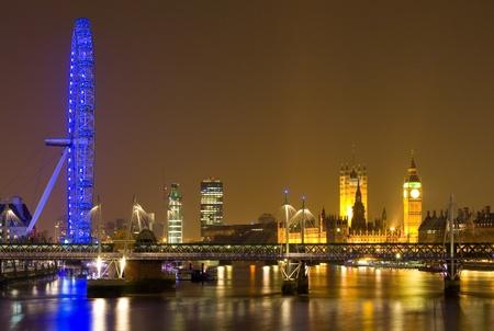London cityscape at night   photo