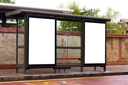 fermata bus: busto arresto con cartelloni in bianco. Archivio Fotografico