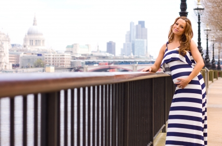 impregnated: giovane donna incinta a Londra.