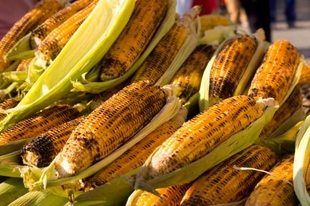 ciep�o: świeżo ugotowane żółtą kukurydzę.