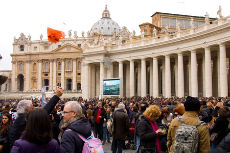 LONDON - JANUARY 26TH: Unidentified people gather in st peters square to see the pope on the 26th of january in Rome, Italy. The pope makes an appearance every sunday at 12 noon. Editorial