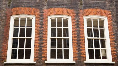 Anglais fenêtres coulissantes traditionnelles à guillotine Banque d'images - 32894224