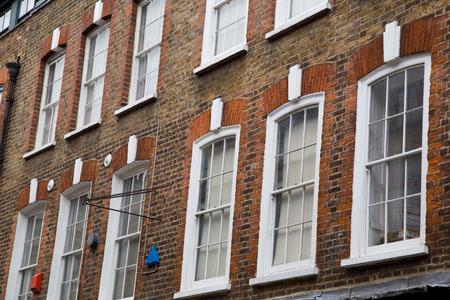 伝統的な英語サッシ窓