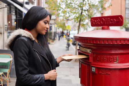posting: mujer publicar j�venes cartas.