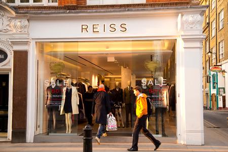 22 januari - LONDEN: De buitenkant van Reis op januari 22, 2015 in Londen, Engeland, Verenigd Koninkrijk. Reis is een Britse kledingwinkel Redactioneel