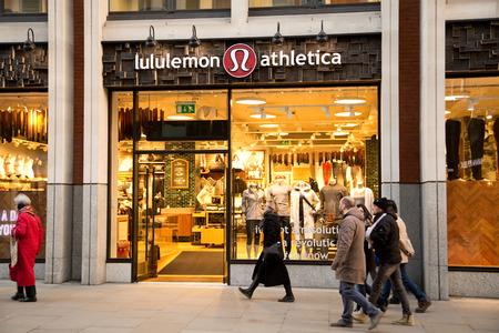 런던 -1 월 22 일 : 런던, 영국, 영국에서 1 월 22 일, 2015 년 lululemon athletica의 외관. Lululemon athletica는 요가 의류의 고품질 공급 업체입니다. 에디토리얼