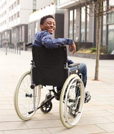 휠체어에 행복 한 젊은 남자 스톡 콘텐츠
