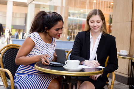 persona escribiendo: reuni�n de negocios