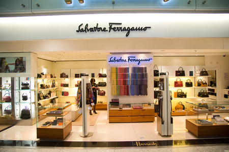 designer bag: LONDON - SEPTEMBER 5TH: Salvatore shop at heathrow airport on September the 5th, 2015 in London, england, uk. Heathrow is one of the busiest airports in the world