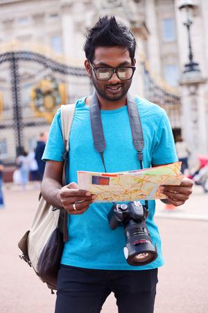 buckingham palace: tourist at Buckingham palace reading a map Stock Photo