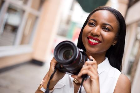 young woman holding a camera Zdjęcie Seryjne