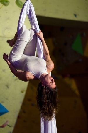 Anita Brandolini performing aerial dance at Day After Boulder Contest - 221212 -  +Gaz climbing wall - Firenze Editorial