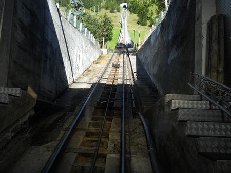 トンネルを通る鉄道 写真素材