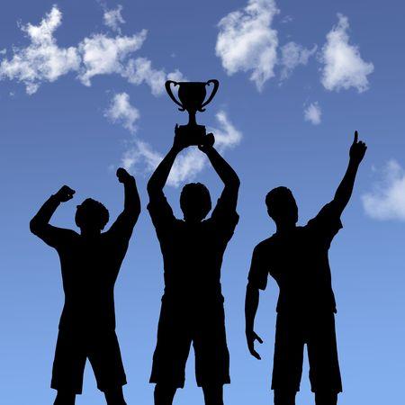 victoire: ILLUSTRATION: Silhouettes de membres de l'�quipe de gagner un troph�e et de c�l�brer la victoire contre l'entreprise un ciel bleu.