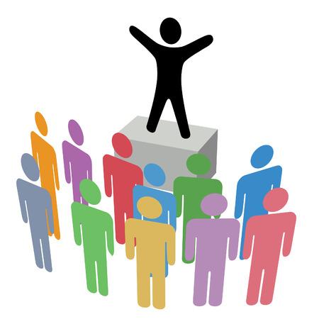 Een persoon maakt een aankondigingsmededeling naar een groep op een Campagne Soapbox