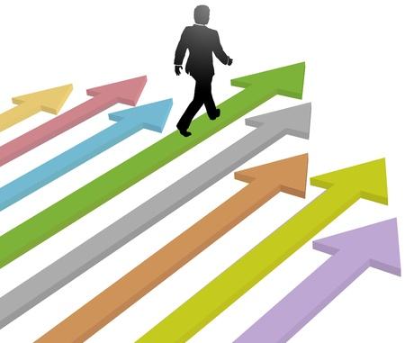 Chef de file homme d'affaires se dirige vers les progrès futurs sur les flèches colorées Vecteurs