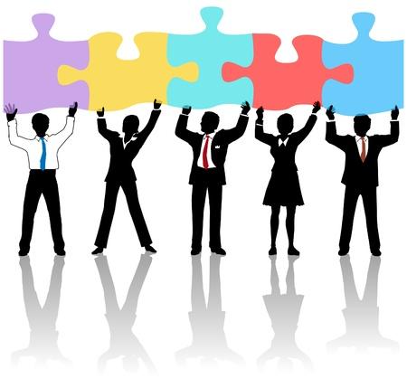 piezas de rompecabezas: Equipo de personas de negocios colaboren levantando piezas de puzzle como una soluci�n a un problema