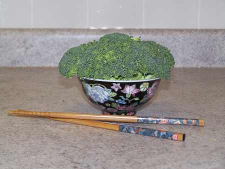 chinesse: broccoli in bowl with chopsticks