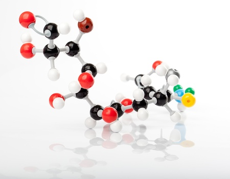 exact science: Extra long (imaginary) organice module with a string of carbon in the center and multiple atom groups attached to it.  Carbon represented by the black balls, oxygen by a red ball, Hydrogen by the white balls attached to the carbon or oxygen. Colored balls