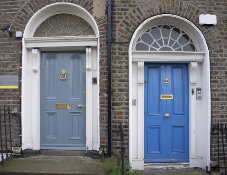 In the 18th century, during the Hanoverian period with British kings ruling the island, several streets and places in Dublin were redesigned. The houses at that time looked all very similar, so to differentiate the owners from their neighbours, the doors Stock Photo - 17669923