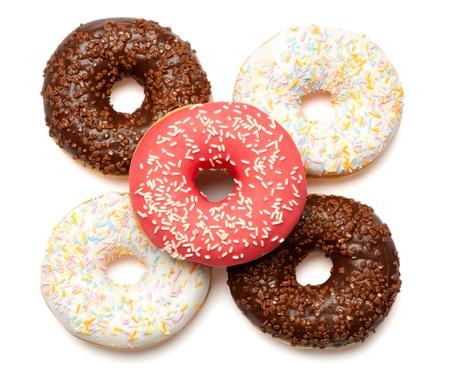 revestimientos: Grupo de cinco anillos de espuma clasificados en blanco, rosa y revestimientos de color chocolate y roc�a. Aislado sobre fondo blanco. Foto de archivo