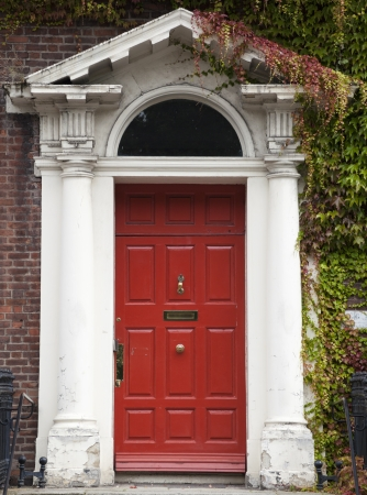In the 18th century, during the Hanoverian ped with British kings ruling the island, several streets and places in Dublin were redesigned. The houses at that time looked all very similar, so to differentiate the owners from their neighbours, the doors  Stock Photo - 18929534
