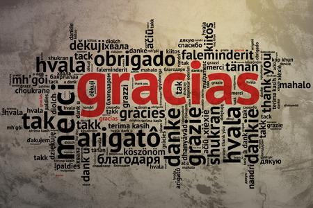 idiomas: Concéntrese en español - Gracias, Word nube en forma abierta en fondo del grunge. decir gracias en varios idiomas. Foto de archivo