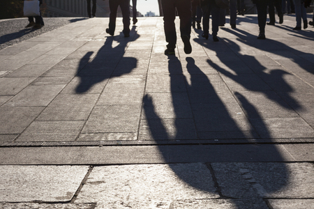 People shadows on streets in sunset, urban city life concept image 版權商用圖片