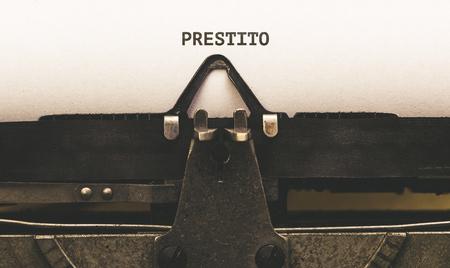 Prestito, testo italiano per prestito, su carta in macchina vintage tipo writer degli anni '20