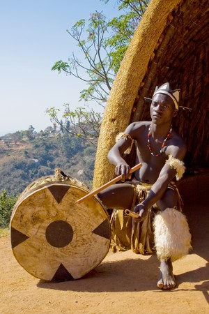 the tribe: �frica zul� tambor jugador